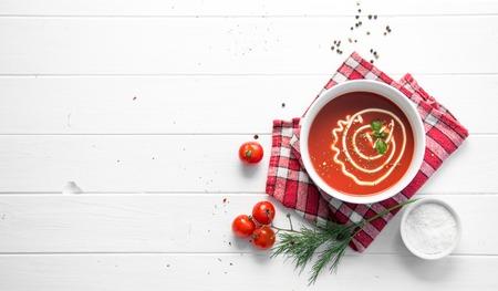 Photo pour Tomato soup with dill, space for text, topview - image libre de droit