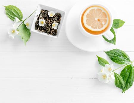 Photo pour jasmine green steaming tea, flowers, textspace, topview - image libre de droit