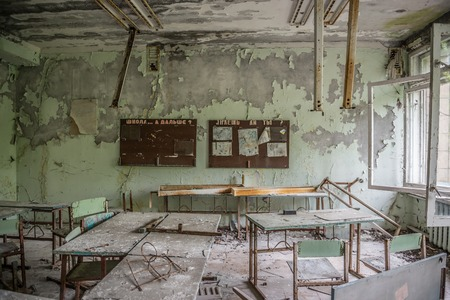 Photo pour abandoned class room with furniture and debris in Pripyat - image libre de droit