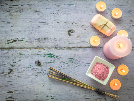 Photo pour aroma candles, lavender smoking sticks, topview, copyspace - image libre de droit