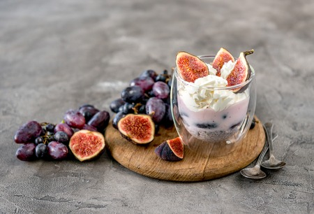 Photo pour An useful dessert - yogurt, muesli and figs with grapes - image libre de droit