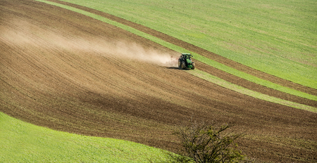 Photo pour Aerial view of tractor pulling field on the slope of Moravia - image libre de droit