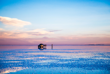 Foto per Amazing scenery of the spacious Salar de Uyuni with cars on it - Immagine Royalty Free