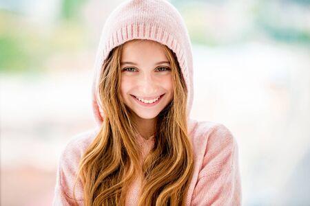Foto de Teenage girl wearing hood - Imagen libre de derechos