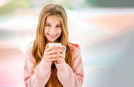 Foto de Cheerful teenager holding white cup - Imagen libre de derechos