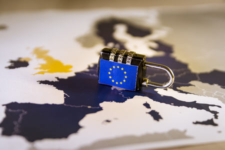 Photo pour Padlock over EU map, symbolizing the EU General Data Protection Regulation or GDPR. Designed to harmonize data privacy laws across Europe. - image libre de droit
