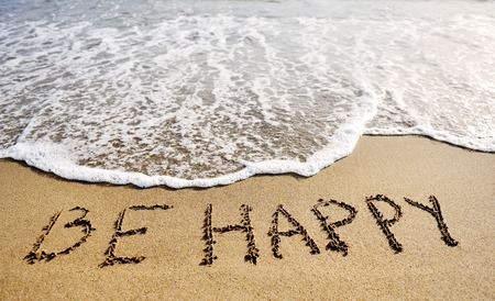 Photo pour be happy words written on the sand of the beach - positive thinking concept - image libre de droit