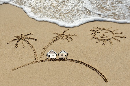 Photo pour house near sea, beach, sun and palm trees - holiday concept - image libre de droit