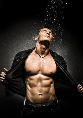 Photo pour the very muscular handsome sexy guy under shower  - image libre de droit