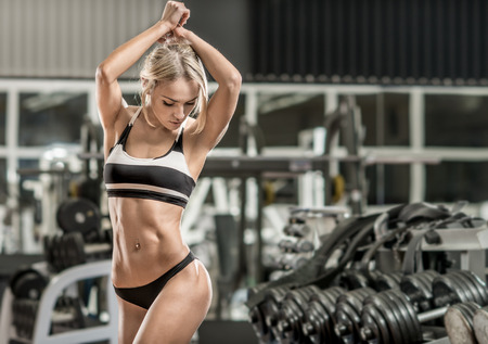 Foto de young fitness woman in gym, horizontal photo - Imagen libre de derechos