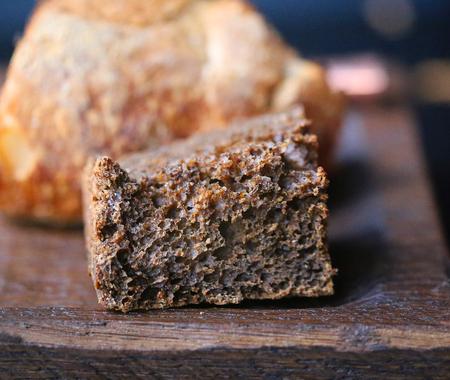 Foto de Macro photo of fresh tasty different bread sliced on a board in a restaurant - Imagen libre de derechos