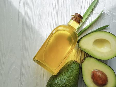 Foto de avocado oil on white wooden - Imagen libre de derechos