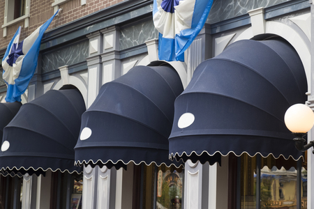 Foto de Exterior window awnings outside the store - Imagen libre de derechos