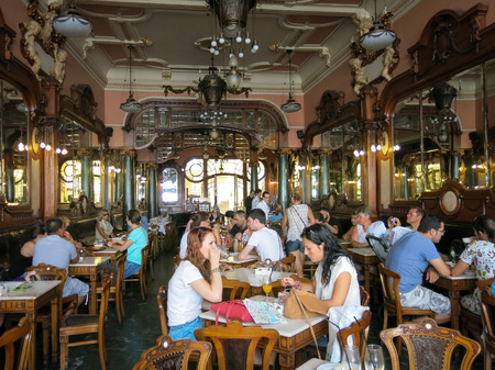 Photo pour Cafe Majestic in Rua Santa Catarina, Porto, Portugal - image libre de droit