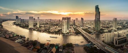 Photo pour Landscape of River in Bangkok city, Panorama - image libre de droit