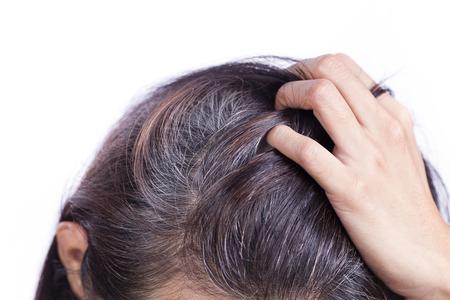 Photo pour Young woman shows her gray hair roots - image libre de droit