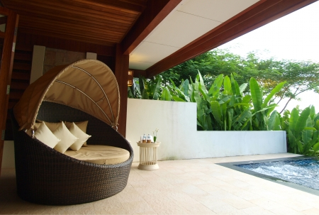 Photo pour An armchair on luxury resort terrace - image libre de droit