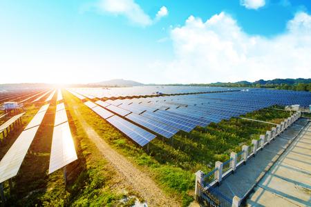 Photo pour Photovoltaic panels for renewable electric production, Navarra, Aragon, Spain. - image libre de droit