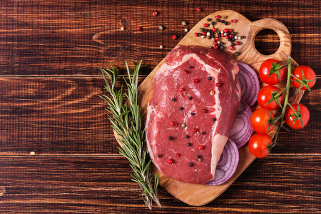 Photo pour Raw fresh meat Ribeye Steak, seasoning  on dark background. - image libre de droit