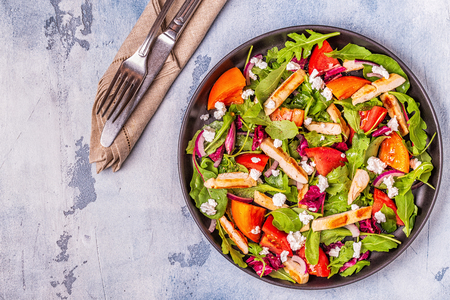 Photo pour Fresh salad with chicken breast, top view. - image libre de droit