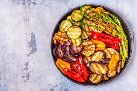 Photo pour Grilled vegetables on a plate with sauce, top view. - image libre de droit