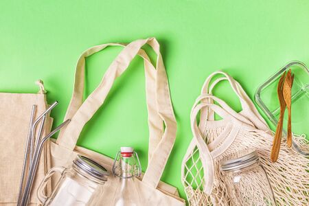 Photo pour Cotton bags and glassware for free plastic shopping. Zero waste concept. - image libre de droit