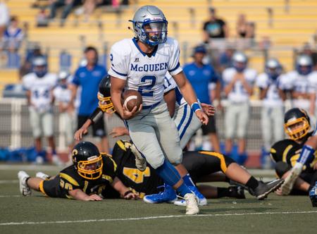 Photo pour Football action with McQueen High School vs. Enterprise in Redding, California. - image libre de droit