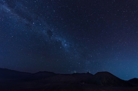 Photo pour Extreme long exposure image showing star trails above the Bromo Volcano, Indonesia   - image libre de droit