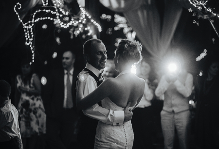 Foto de wedding dance of beautiful young newlywed couple - Imagen libre de derechos