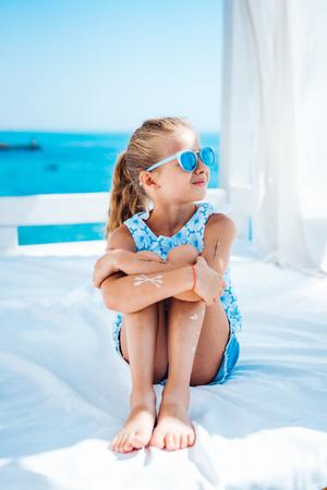 Foto de Little girl on vacation - Imagen libre de derechos