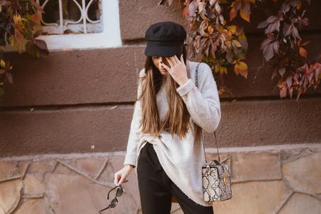 Foto de Young woman suffering headache, standing on the street - Imagen libre de derechos