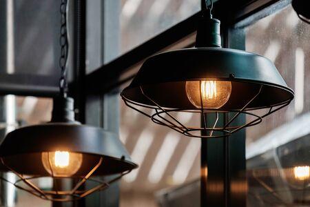 Photo pour Vintage Retro Style Light Bulbs in the Resturant. - image libre de droit