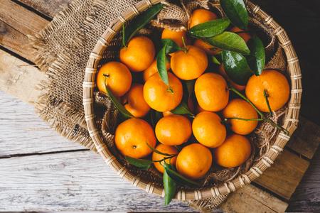 Foto de Fresh yellow mandarin fruits - Imagen libre de derechos