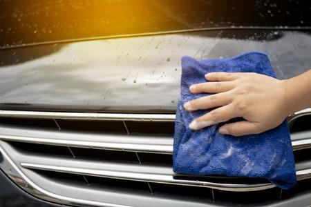 Foto de Close up people cleaning and wash the car - Imagen libre de derechos