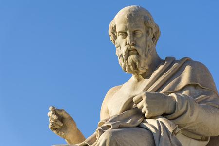 Foto de Greek philosopher Plato in front of the National Academy of Athens - Imagen libre de derechos