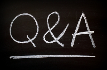 Foto per The letters Q & A written by hand in white chalk on a blackboard - Immagine Royalty Free