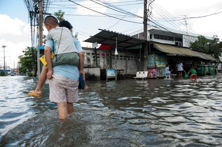 Photo for SAMUTPRAKARN, THAILAND - NOVEMBER 08: Heavy flooding from monsoon rain and tide from sea in Samutprakarn near Bangkok on November 8, 2009 in Samutprakarn, Thailand. - Royalty Free Image