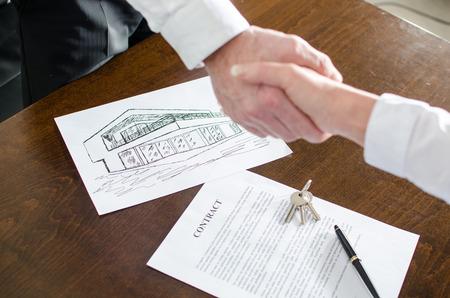 Photo pour Estate agent shaking hands with his customer after contract signature - image libre de droit