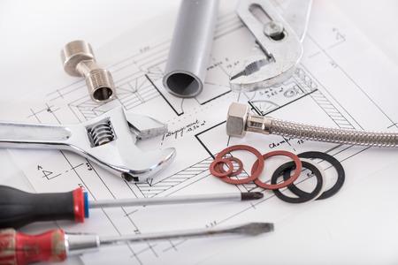 Photo pour Set of plumbing materials on a plan - image libre de droit