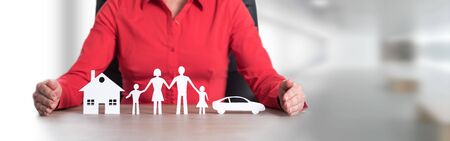 Photo pour Insurer protecting house, family and car with her hands - image libre de droit