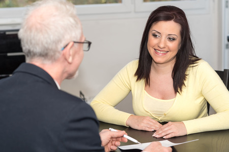 Photo pour Smiling young woman meeting a financial adviser - image libre de droit