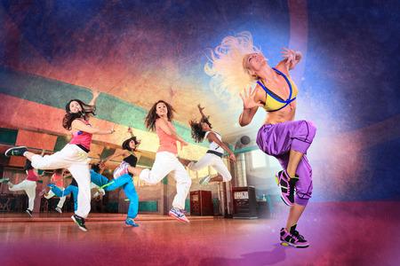 Foto de young women at aerobics or fitness training - Imagen libre de derechos