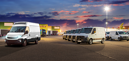 Photo pour a panoramic picture in webpage format for cargo fleet or car dealership - image libre de droit
