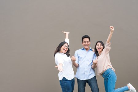 Photo pour Group of happy three asian friends in casual wear standing laugh and having fun together - image libre de droit