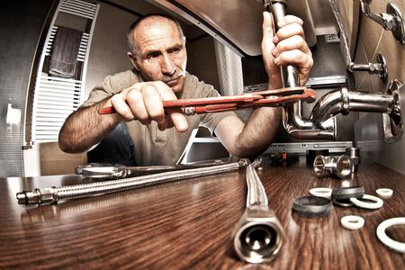 Foto de portrait of senior plumber at work - Imagen libre de derechos