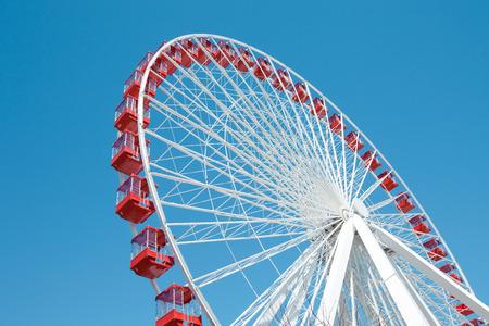 Foto de Ferris Wheel against a blue sky in Chicago - Imagen libre de derechos