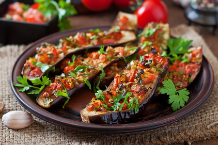 Photo pour Baked eggplant with tomatoes, garlic and paprika - image libre de droit