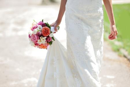 Foto de Wedding bouquet in hands of the bride - Imagen libre de derechos