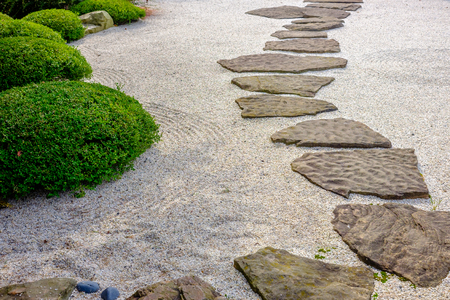 Photo pour zen garden path - image libre de droit