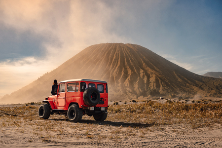 Photo pour 4x4 car service for tourist on desert at Bromo Mountain, Mount Bromo is one of the most visited tourist attractions in Java, Indonesia - image libre de droit